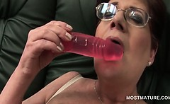 Mature babe in glasses using her sex toys to masturbate