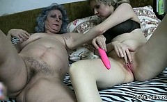 Dirty Old Woman Gets Her Hairy Cunt