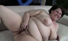 Fresh-faced BBW Khloe Kanyon masterbates until she orgasms
