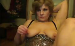 Ashly is an amateur blonde granny that likes posing for the