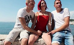 Dulce a redhead in a outdoor threesome